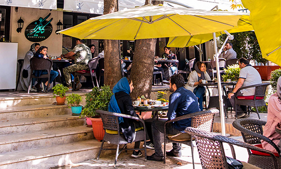 کافه باغ کاریز